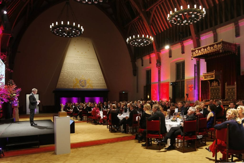 10 Martien Penning, initiator Hillenraad100, spreekt in de Ridderzaal over de meetlat van 2019_S3W2120 (Groot)